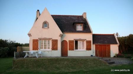 In Plouarzel: Ferienhaus von Parveau. Sehr schmutzig aber toller Garten und schöne Aussicht auf den Pointe de Corsen.